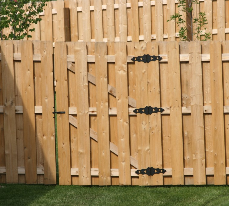 Rochester Fence Company - Wood Fencing, 1018 Board-on-board