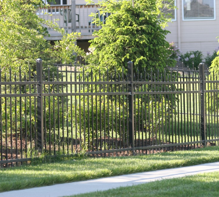 AFC Rochester - Ornamental Fencing, 1055 4' Warrior 3 rail black 4