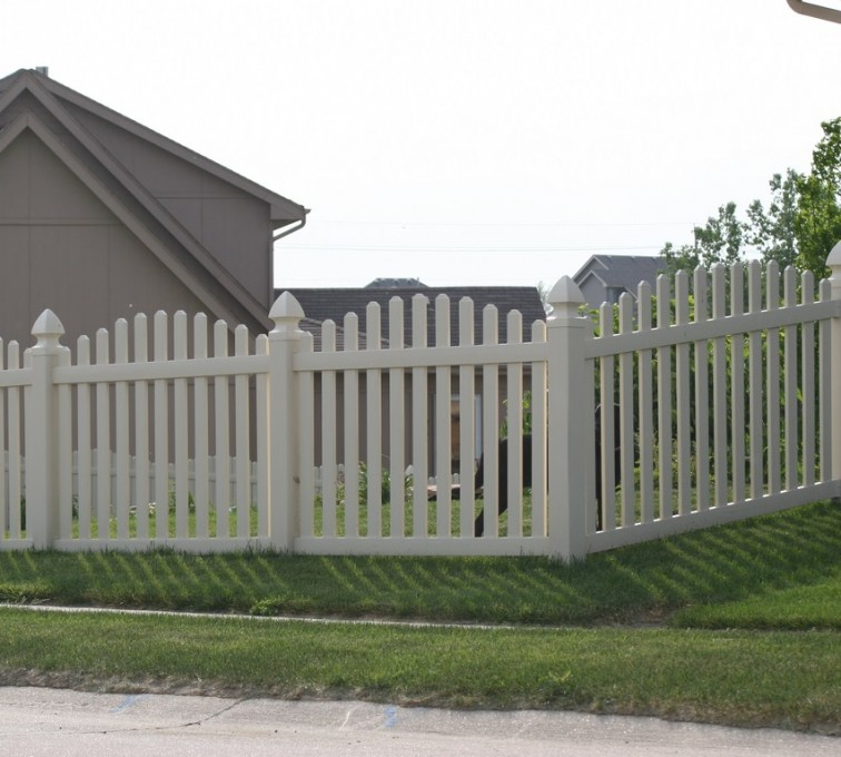 AFC Rochester - Vinyl Fencing, 4' Overscalloped Pickets PVC with French Gothic Post Caps - AFC - IA