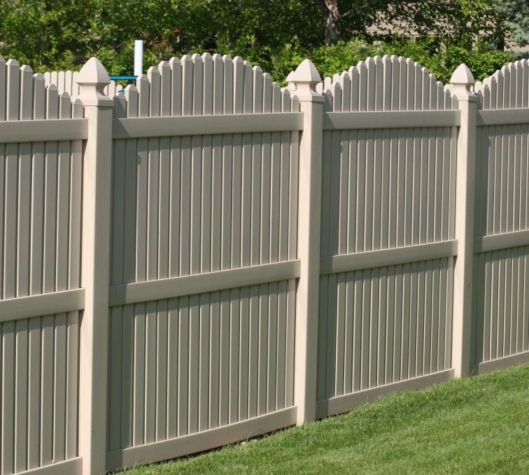 AFC Rochester - Vinyl Fencing, 6' overscallop picket tan 555