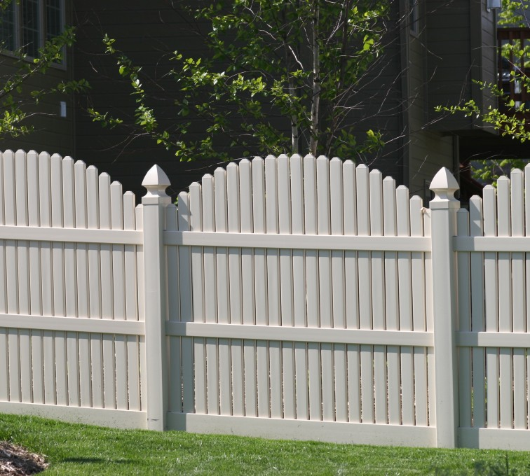AFC Rochester - Vinyl Fencing, 556 6' overscallop picket white