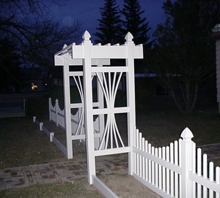 AFC Rochester - Vinyl Fencing, 565 Underscallop with Arbor 1