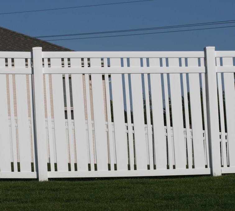 AFC Rochester - Vinyl Fencing, 6' Alternating Picket 572