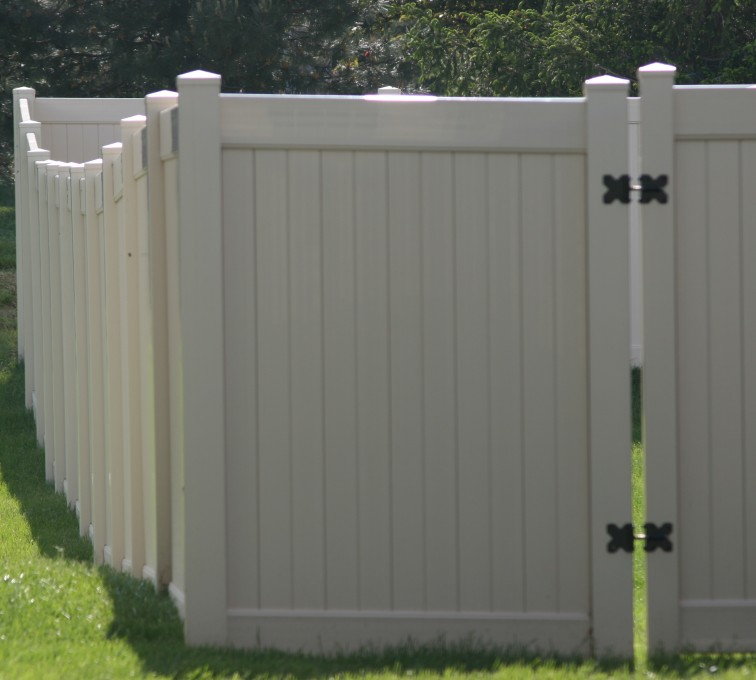 AFC Rochester - Vinyl Fencing, 6' solid privacy (621)