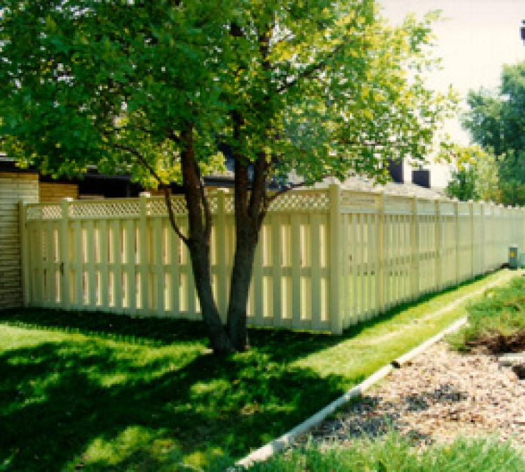 AFC Rochester - Vinyl Fencing, Board-on-board tan with lattice (800)