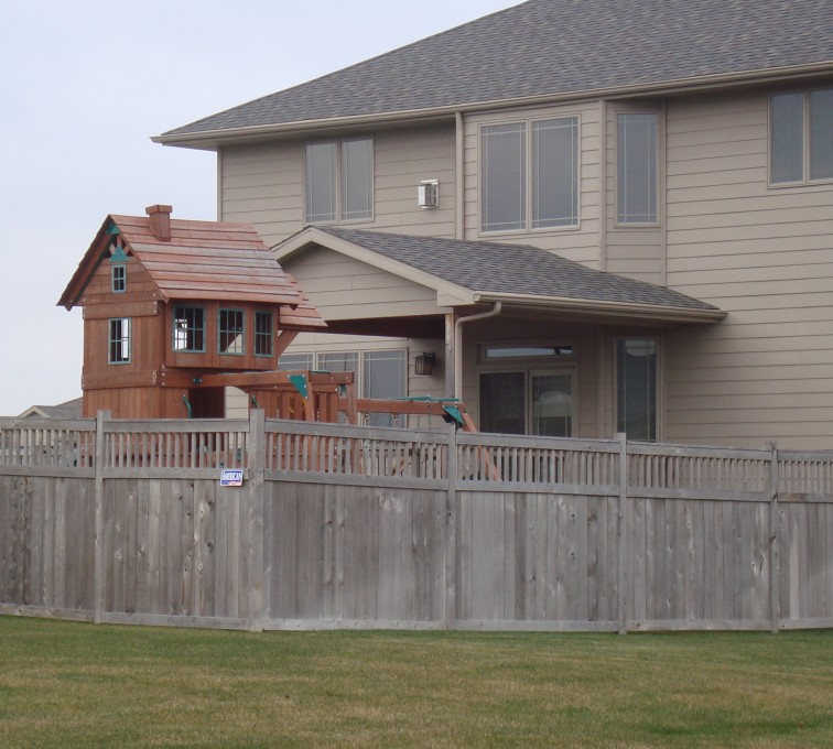 AFC Rochester - Wood Fencing, Cedar Privacy with Picket Accent AFC, SD