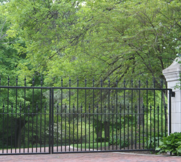 AFC Rochester - Custom Gates, Estate Double Drive Gate With Alternating Pickets