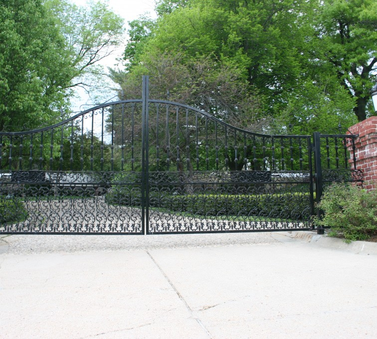 AFC Rochester - Custom Gates, Overscallop Estate Double Drive Gate With Scroll Accent