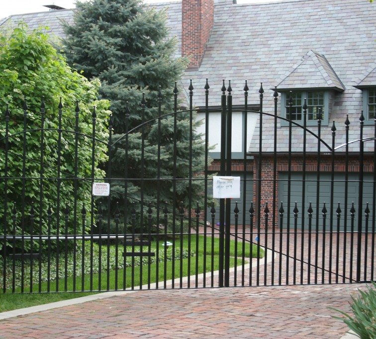 AFC Rochester - Custom Gates,Overscallop Estate Gate With Puppy Accent