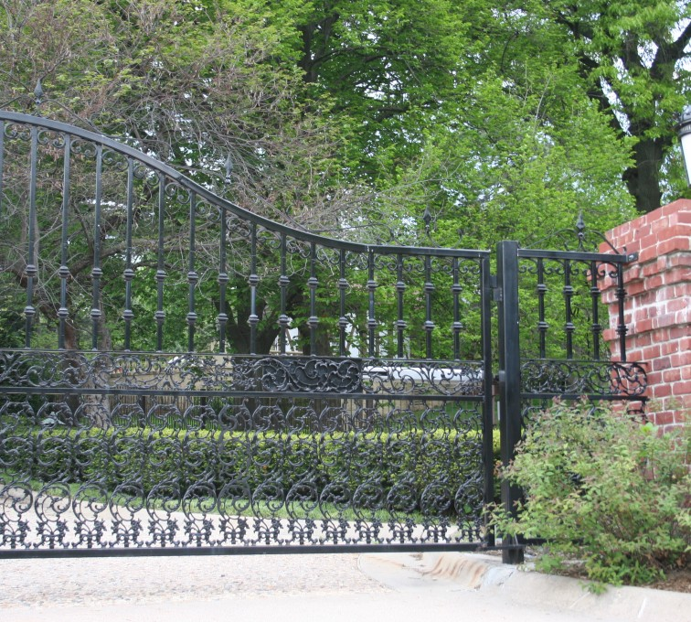 AFC Rochester - Custom Gates,Overscallop Estate Gate with Scroll Accent At Bottom