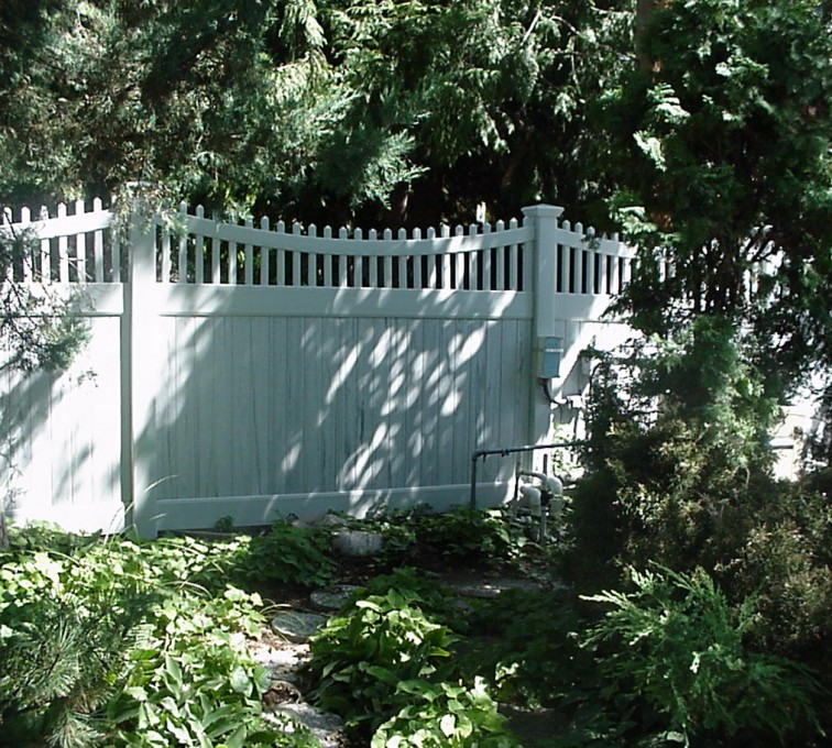 AFC Rochester - Vinyl Fencing, Privacy With Sloped Rail Picket Accent 704
