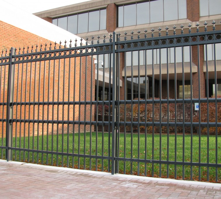 AFC Rochester - American Ornamental Fencing, Alternating Picket with Rings & Finials