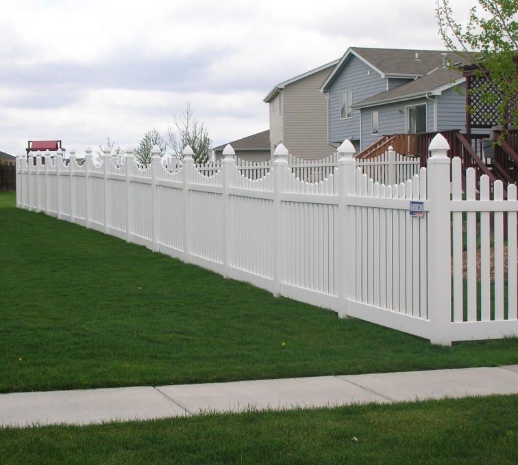 AFC Rochester - Vinyl Fencing, Underscalloped picket pvc