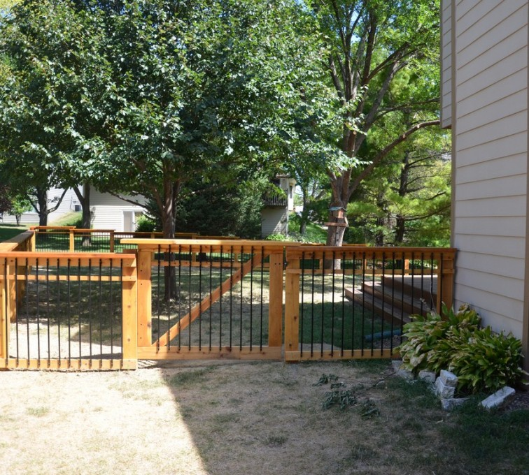 Rochester Minnesota Fence Company - Wood Fencing, Woodland Series - Gardens Grace - AFC - MN